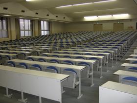 5号館2階講義室(521)